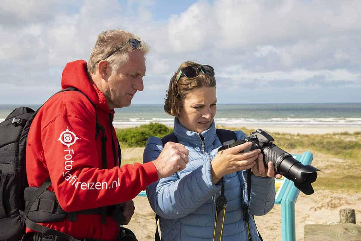 Uitleg van Jan Veijer tijdens het Fotoweekend Ameland.