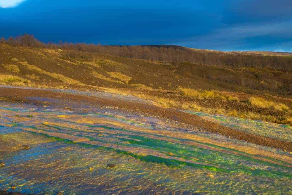 Kleuren in landschap bij Geysir