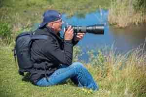 jaap zoekt met zijn telelens vogels tijdens fotoweekend Ameland | Fotografie-reizen - Fotoreizen