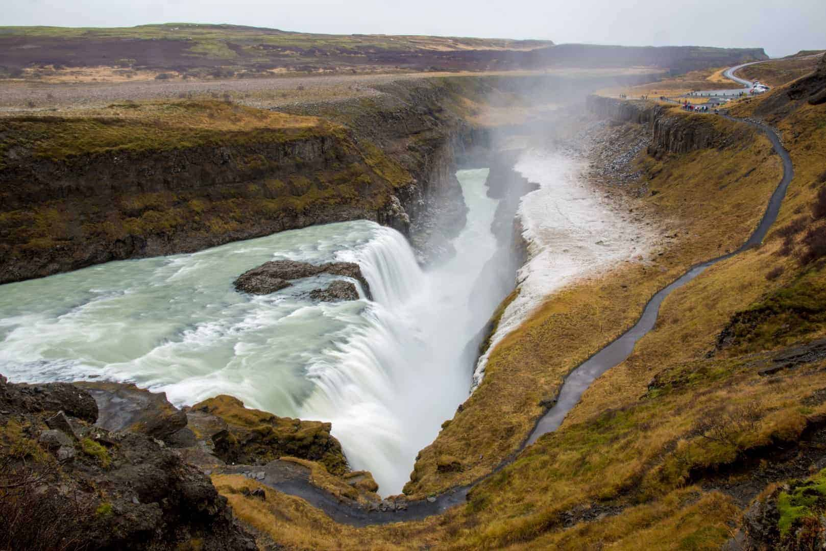 Waterval Gullfoss in het groene landschap - Fotoreizen IJsland 2017