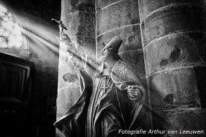 Priester in het maagdelijke licht. Dinant België