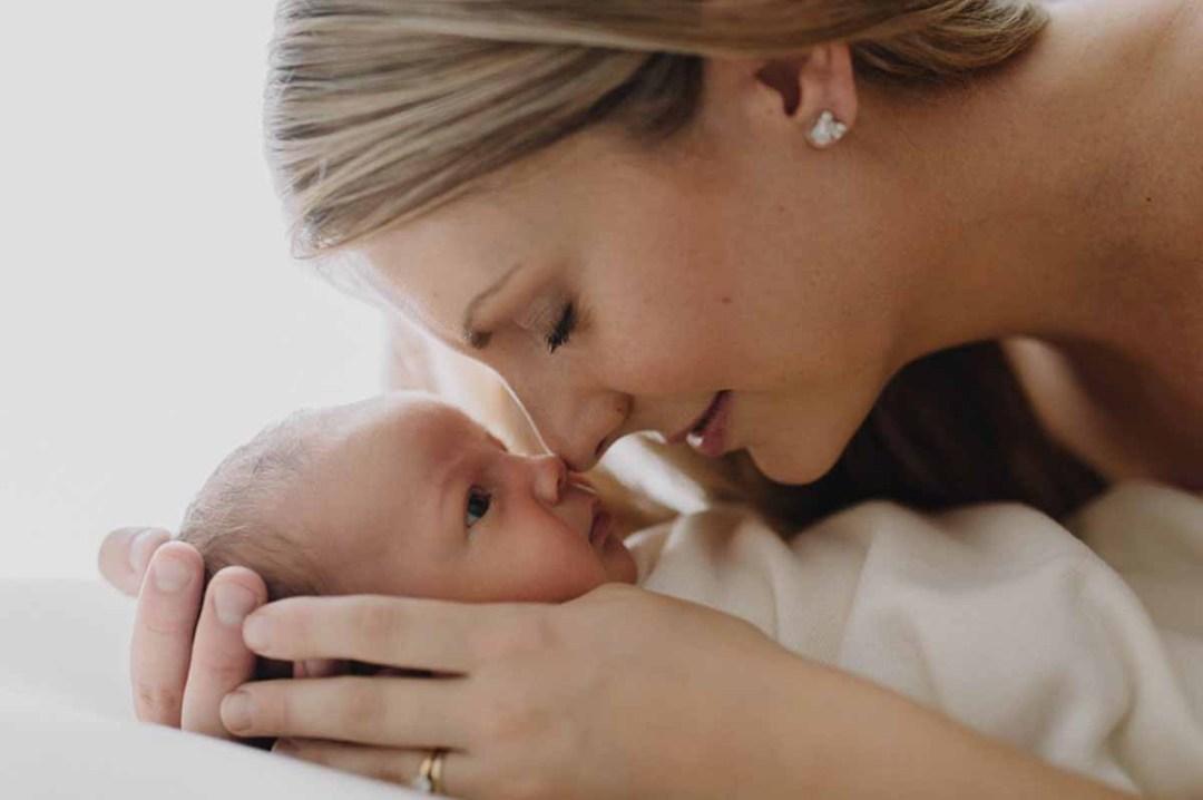 Giv jeres familie et minde for livet med skønne professionelle fotos af den nyfødte i Kolding