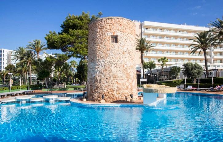 Piscina hotel Torre del Mar Ibiza