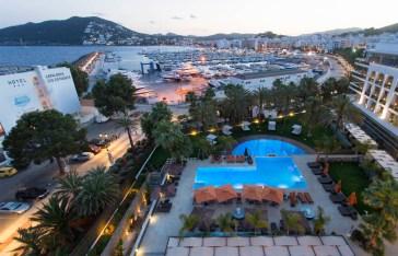 Vista Aérea piscina Hotel Aguas de Ibiza de Noche