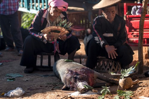 Šamani, Akhové, Barma