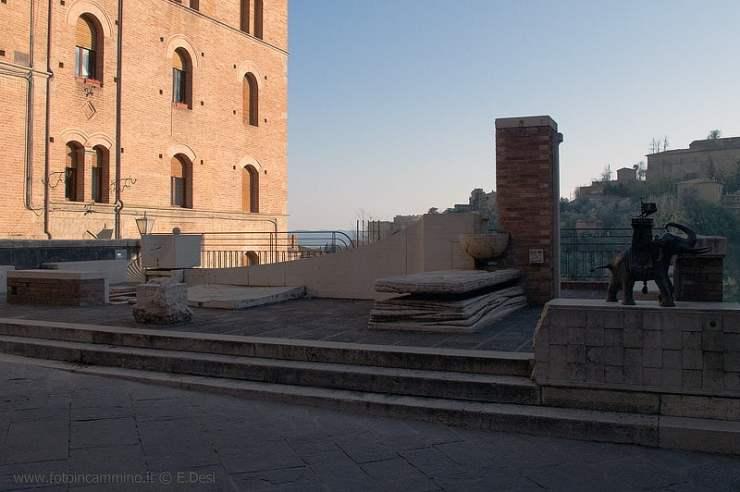 Trekking urbano fontane contrade Siena