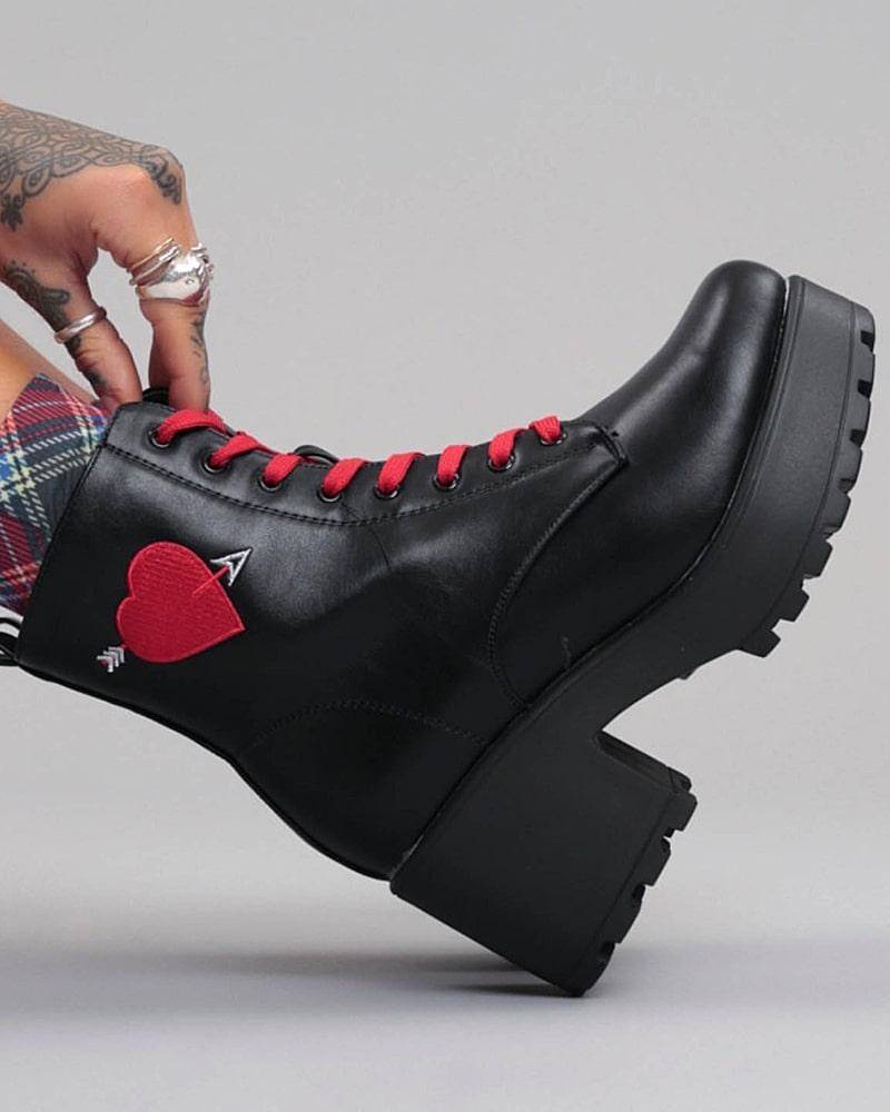 модная обувь ботинки с сердцем