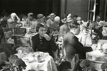 In a street cafe. Photo by Evgeny Henkin. Berlin, Germany, c. pre-1936. © Henkin Brothers Archive Association (HBAA)