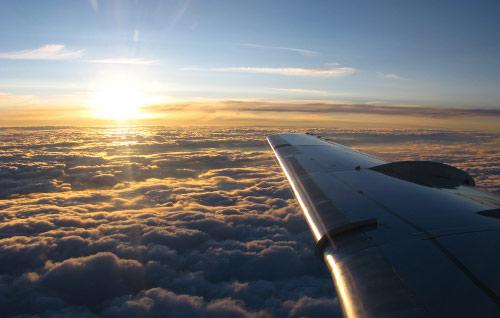 Amanecer desde un avión