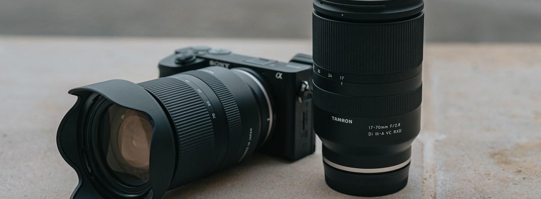 Der 17–70-mm-Zoom des neuen Tamron-Objektivs entspricht – umgerechnet auf das Kleinbildformat – einem Brennweitenbereich vom 25,5-mm-Weitwinkel bis zum 105-mm-Tele. Es ist damit das weltweit erste1 4,1-fach-Zoom-Objektiv für spiegellose APS-C-Systemkameras mit einer konstanten Lichtstärke von F2,8. (c) Tamron