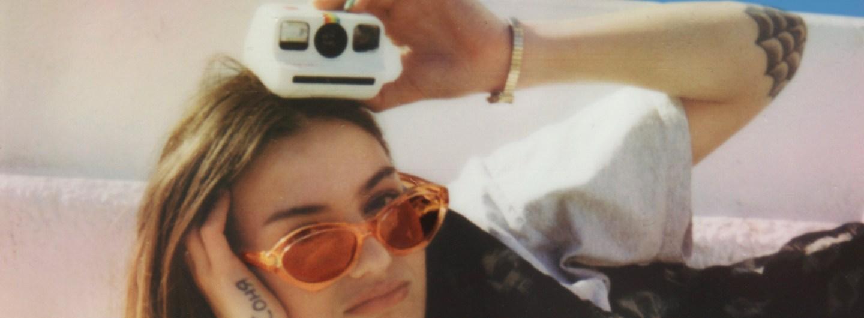 Die Polaroid Go funktioniert wie die klassischen Polaroid-Kameras, bloß ist sie kleiner und benötigt deswegen ein kleinere Filmformat. (c) Polaroid