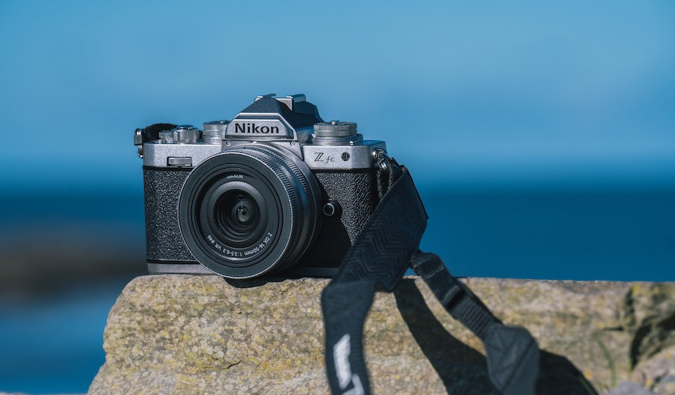 Foto-Hightech im klassischen Design: Nikon Z fc (c) Nikon