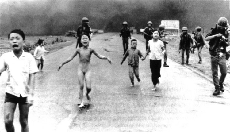 Niña desnuda en llamas - Huynh Công Út (también conocido como Nick Ut) - 1972