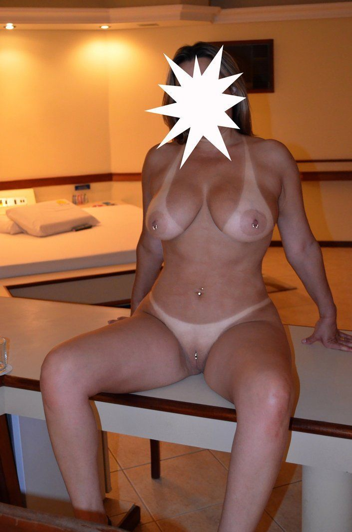 loira bunduda pelada no motel (12)