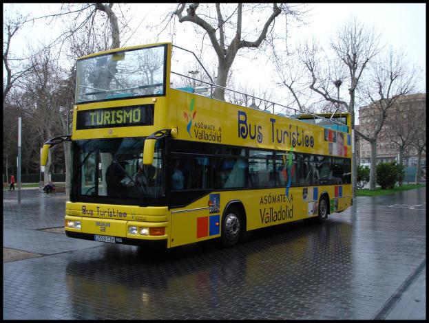El Bus turistico en la Acera Recoletos