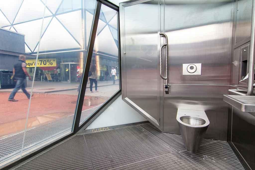 toilet-acero-transparente