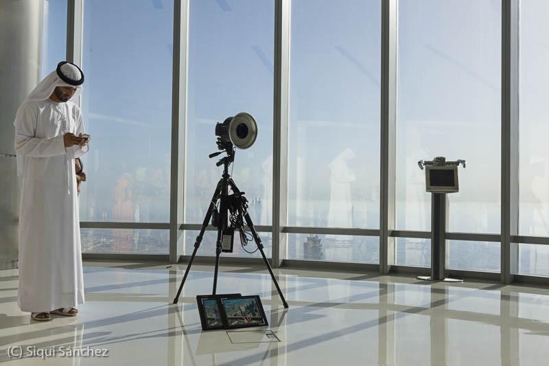 Burj Khalifa. Dubai, UAE-photographer,camera-fotografo-camara-flash