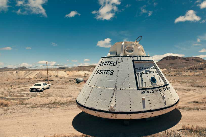 capsula-apollo-desierto-aparcamiento-sol