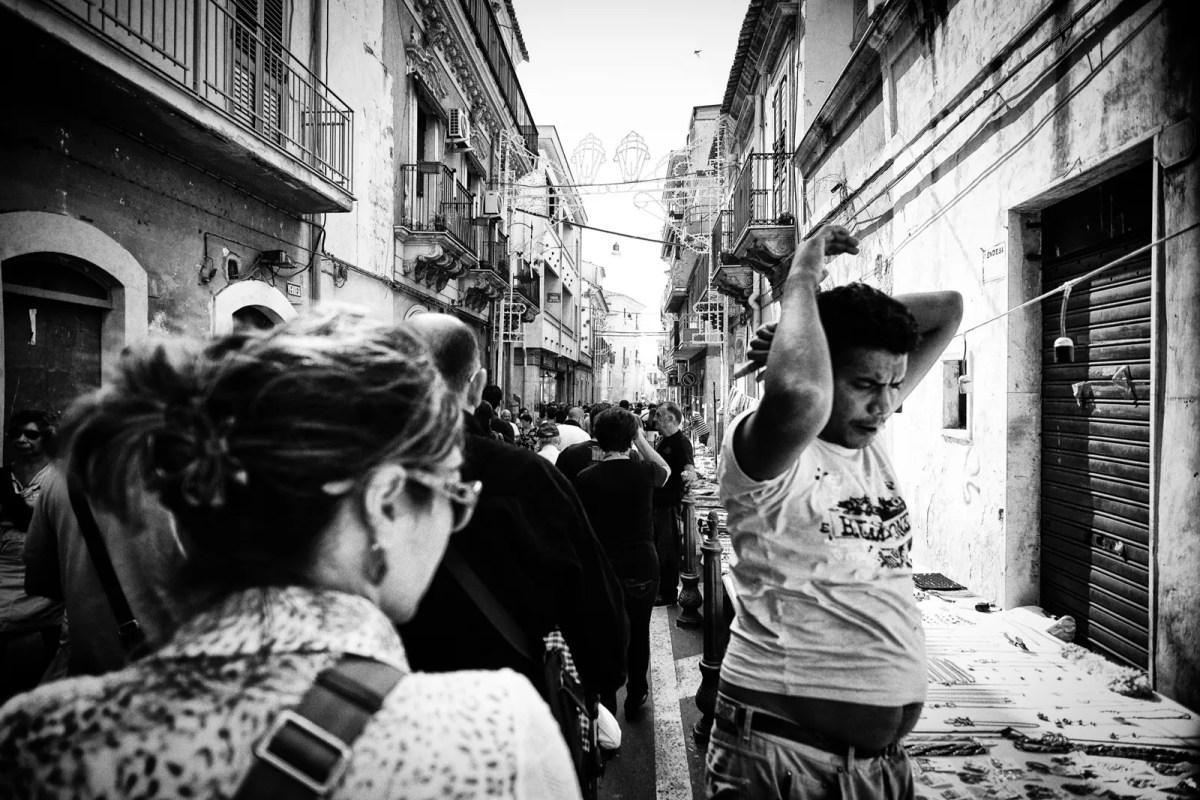 fotografia di strada: riflessioni su come diventare invisibili in strada