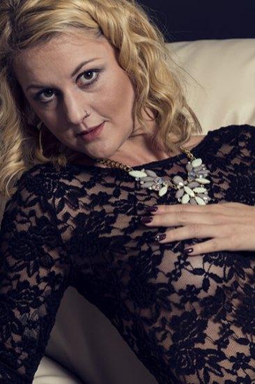 Erotik im November, Porträt, Erotik, außergewöhnlich, Shooting, Fotostudio, Studio, Diez, Limburg, Hahnstätten, Holzheim, Fotos, Fotografien, Fotograf, Foto, gefühlsvoll, exklusiv, elegant, extravagant, emotional, gefühlsbetont, schön, modern, Frau, sexy, verträumt, Porträt, sexy, Unterwäsche, Body, anfassen