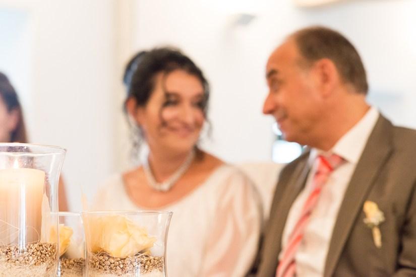 Hochzeit, Paar, Heirat, Foto, Fotoshooting, Shooting, romantisch, verliebt, Romantik, heiraten, wedding, ja, schönster tag, Natur, Glück, glücklich, klassisch, gefühlsvoll, exklusiv, extravagant, frech, lässig, lustig, Hochzeitsfotos, Hochzeitsfotografien, emotional, gefühlsbeton, Momente, Tag, elegant, Liebe, Kleid, Brautkleid, Braut, Bräutigam, Brautpaar, Fotos, Fotografien, Fotograf, Fotostudio, schön, modern, Hochzeitsfotografin, Diez, Limburg, Hahnstätten, Holzheim, Gefühle, Emotionen, outdoor, draußen, location, 2016, Hadamar, Rosengarten, Trauung, Standesamt, Blick