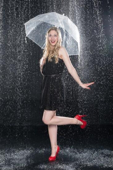 Regen, Regenshooting, Wasser, außergewöhnlich, speziell, sexy, Spezial, Aktion, Shooting, Fotostudio, Studio, Diez, Limburg, Hahnstätten, Holzheim, Fotos, Fotografien, Fotograf, Foto, gefühlsvoll, exklusiv, elegant, extravagant, emotional, gefühlsbetont, schön, modern, Frau, sexy, verträumt, Porträt, Schirm