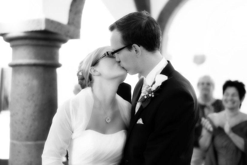 Hochzeit, Trauung, Heirat, heiraten, wedding, ja, schönster tag, Glück, glücklich, romantisch, klassisch, gefühlsvoll, exklusiv, elegant, Hochzeitsfotos, Reportagen- Fotografien, Foto, Hochzeitsfotografien, Reportagenfoto, Reportage, emotional, gefühlsbetont, Momente, Tag, Liebe, Braut, Bräutigam, Brautpaar, paar, Fotos, Fotografien, Fotograf, Fotostudio, schön, modern, Hochzeitsfotografin, Diez, Limburg, Hahnstätten, Holzheim, Gefühle, Emotionen, Fotostudio, Studio, Shooting, Fotoshooting, Kuss, küssen, Standesamt, standesamtlich,