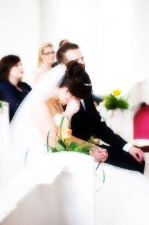 Hochzeit, Trauung, Heirat, heiraten, wedding, ja, schönster tag, Glück, glücklich, romantisch, klassisch, gefühlsvoll, exklusiv, elegant, Hochzeitsfotos, Reportagen- Fotografien, Foto, Hochzeitsfotografien, Reportagenfoto, Reportage, emotional, gefühlsbetont, Momente, Tag, Liebe, Braut, Bräutigam, Brautpaar, paar, Fotos, Fotografien, Fotograf, Fotostudio, schön, modern, Hochzeitsfotografin, Diez, Limburg, Hahnstätten, Holzheim, Gefühle, Emotionen, Fotostudio, Studio, Shooting, Fotoshooting, Kirche, kirchlich, Tränen, weinen, Taschentuch, emotional