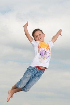 Spezial, speziell, außergewöhnlich, Fotoshooting, Shooting, Fotostudio, Studio, Diez, Limburg, Hahnstätten, Holzheim, Fotos, Fotografien, Fotograf, Foto, exklusiv, schön, modern, Fotografie Verena Schäfer, Trampolin, springen, hüpfen , Luft, Himmel, Wind, Junge, Kind, Freude