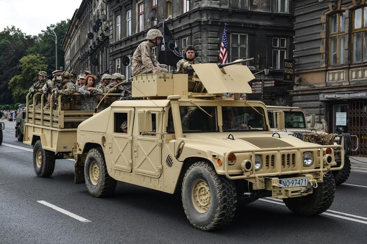Operacja Południe 2013, Humvee