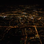 Fotografie Bielska-Białej znocnego lotu zespadochroniarzami.