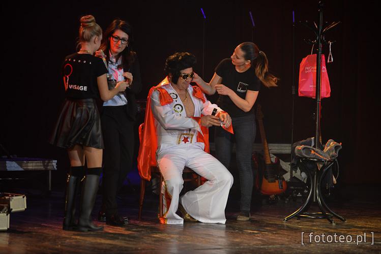 Grzegorz Nowiński jako Elvis Presley