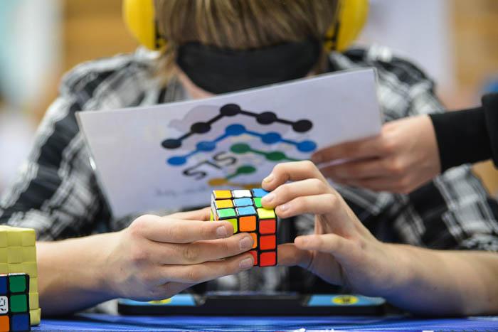 Blindfold, układanie kostki Rubika zzasłoniętymi oczami