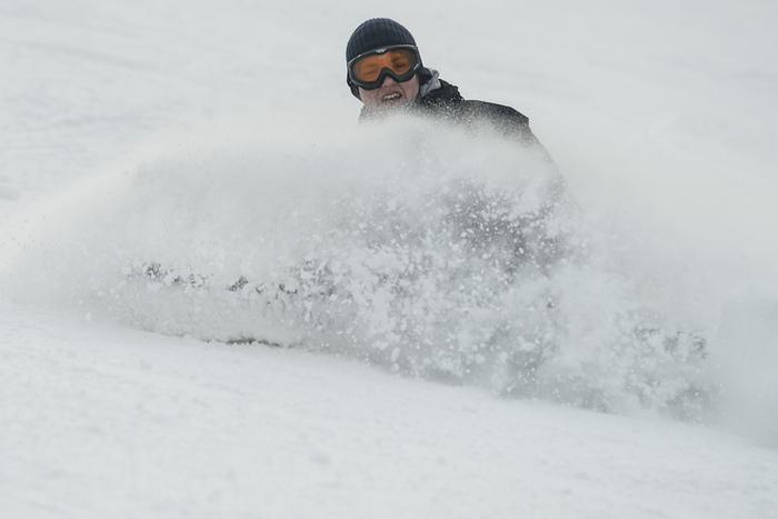 Narciarz na stoku, ski snowboard, Dębowiec