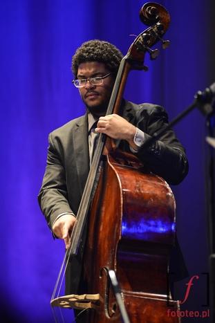Jon Toscanoi jego kontrabas na Lotos Jazz Festival