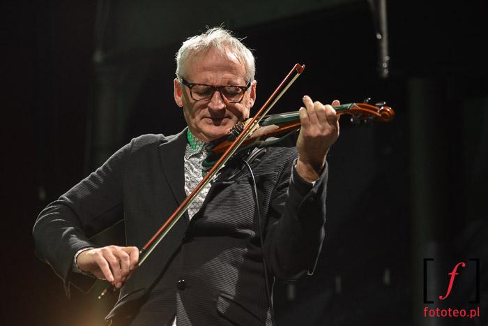 Fotografia koncertowa Bielsko-Biała: Krezsimir Dębski ze String Connection