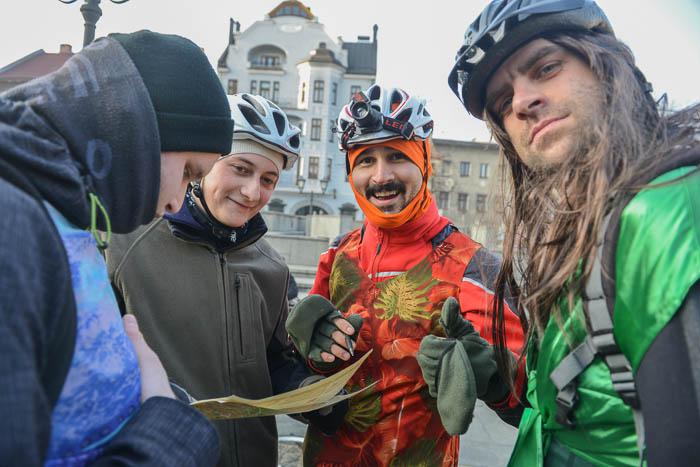 Poprzebierani cykliści na Rynku