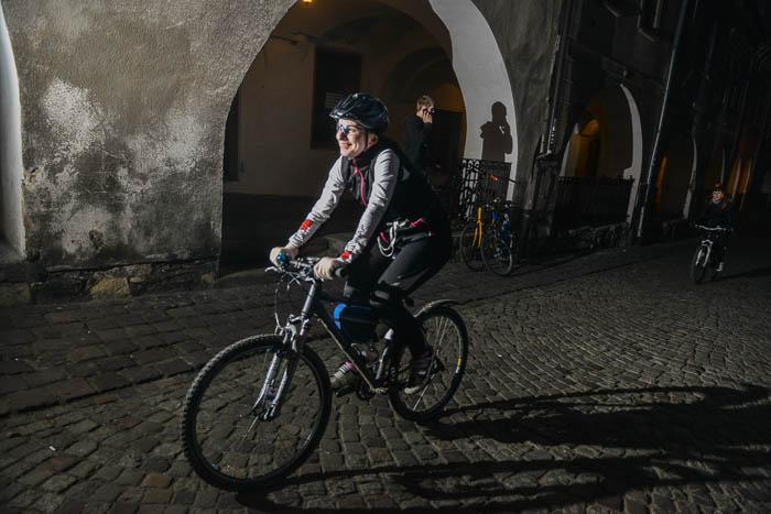 Fotografia rowerzystki naPodcieniach wBielsku