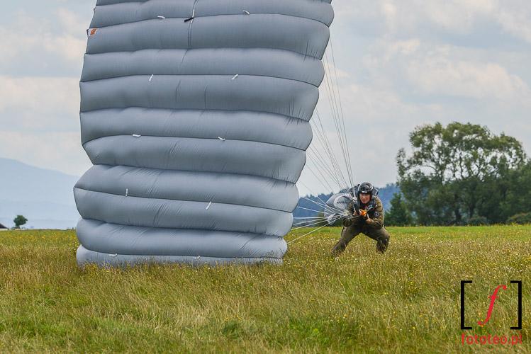 Ladowanie na spadochronie
