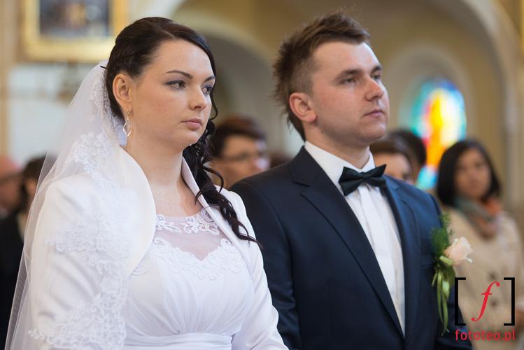 Sandra i Tomasz podczas ceremonii slubnej