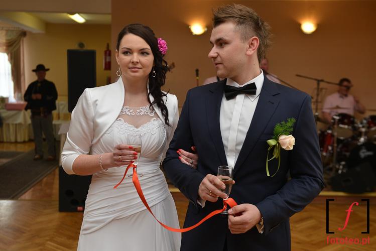 Szampan na weselu
