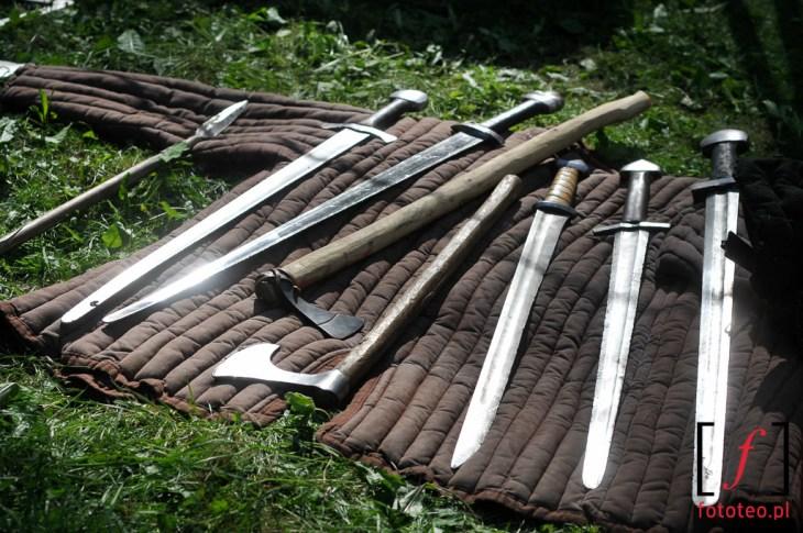 Broń: miecze isiekiery wojów średniowiecznych