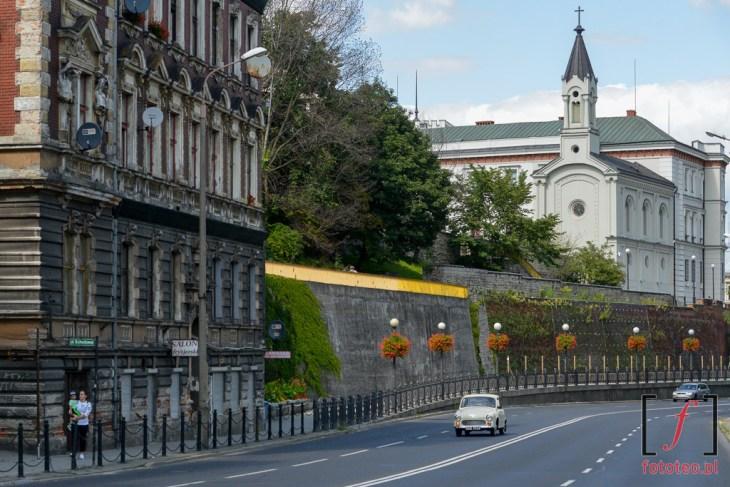 Mury zamku w Bielsku, kaplica zamkowa. Fotografia z placu Żwirki i Wigury