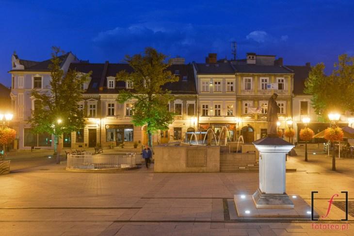 Rynek wBielsku-Białej nocą. Fotografia