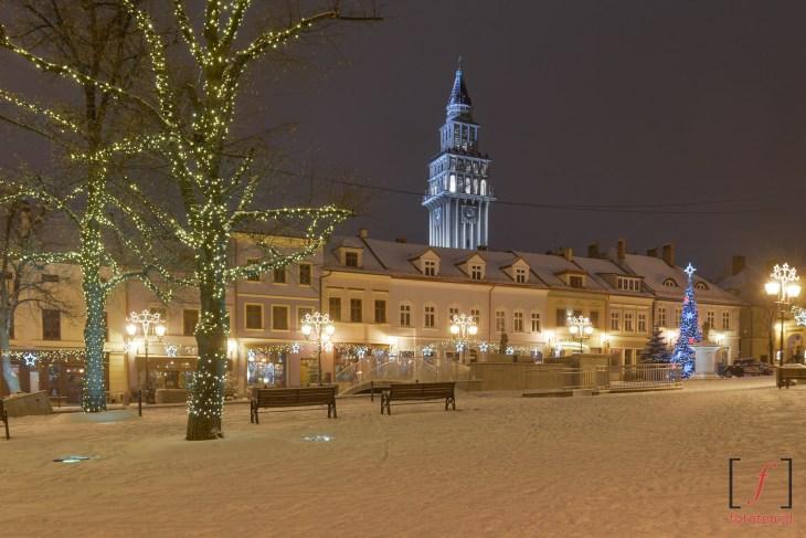 Rynek w Bielsku-Białej zimą w nocy