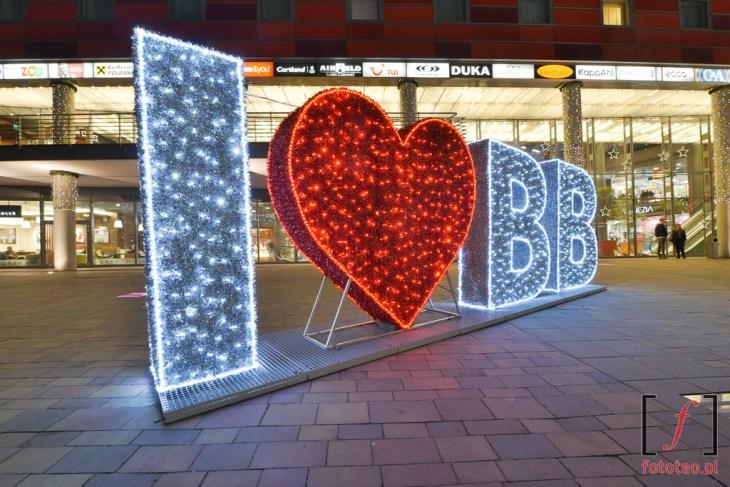 I love BB. Świąteczna iluminacja przed Sferą