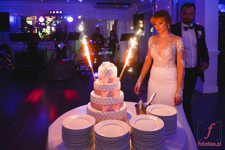 Krojenie tortu ślub