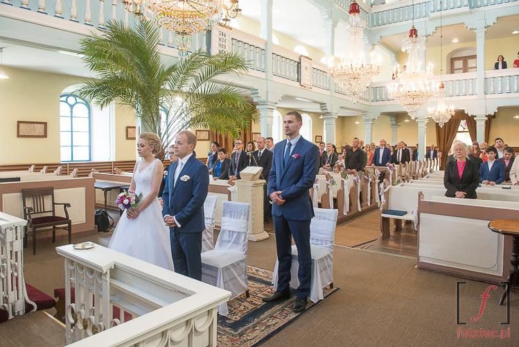Para młoda w kościele w Starym Bielsku
