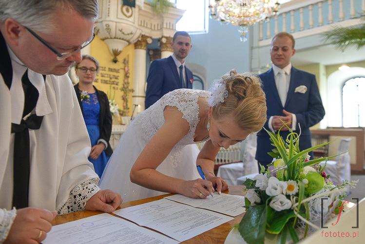 Podpisywanie aktu małżeństwa