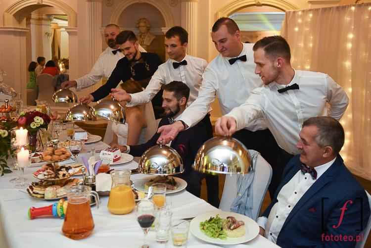Obsluga kelnerska na wesele